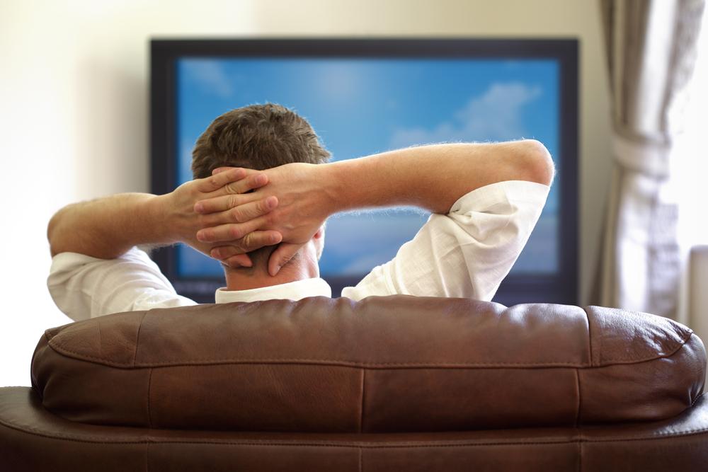 Oamenii de stiinta avertizeaza despre pericolul statului in fata TV-ului featured image